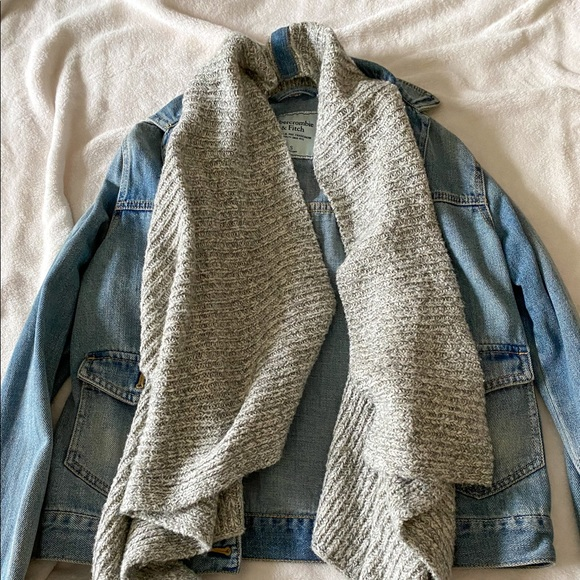 ABERCROMBIE JEAN JACKET WITH ATTACHED SWEATER!!!